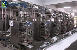 6台包装机组合成的包装生产线视频